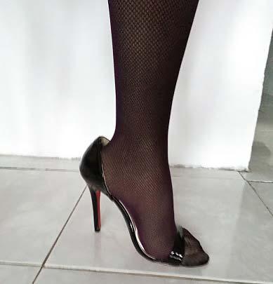 cum sa largesti o pereche de pantofi de dama